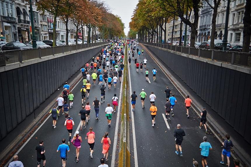 Läufer während einem Marathon.